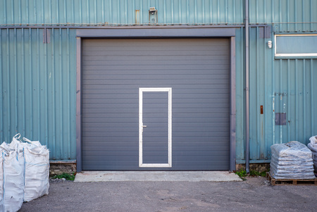 Industrial warehouse with dark grey door for vehicle Banco de Imagens - 123353608