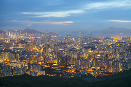 ngo: Kowloon Peninsula Island at night from Fei Ngo Shan, Hong Kong Stock Photo