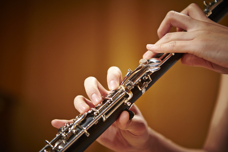 oboe: Playing the oboe