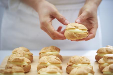 puffs: Making cream puffs