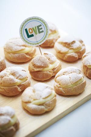 puffs: Cream puffs with skewer