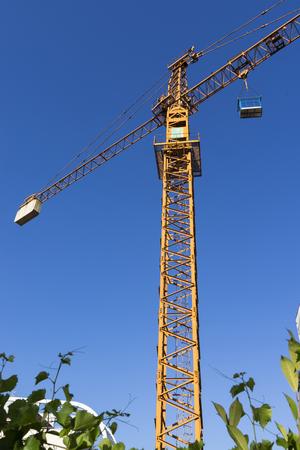 tower crane with blue sky Reklamní fotografie - 103259012