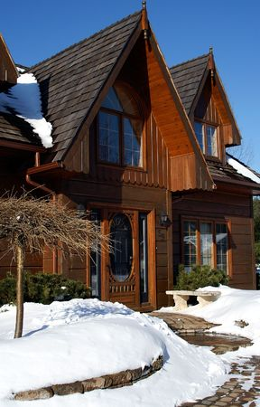 winters: Ontario log home on sunny winters day Stock Photo