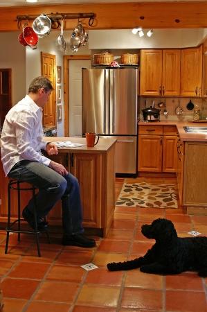escabeau: Le recoin de petit d�jeuner est un grand endroit � se accrocher vers le haut � la lecture avec une tasse de caf� et de votre meilleur ami.