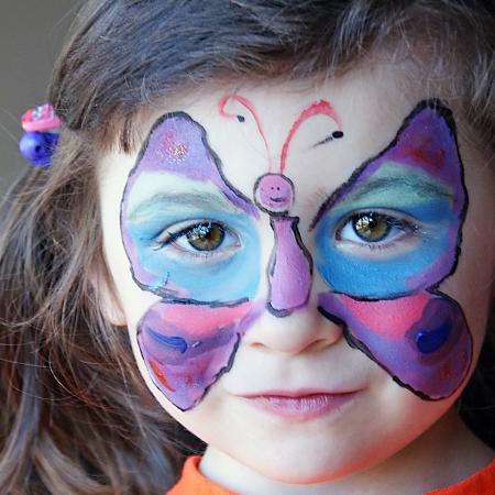 maquillaje infantil: Pintura de cara hermosa mariposa