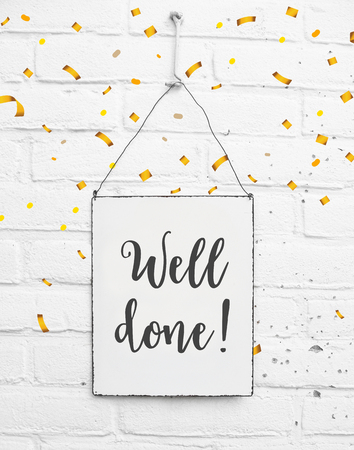 Text well done congratulations on white metal plate with confetti Banco de Imagens