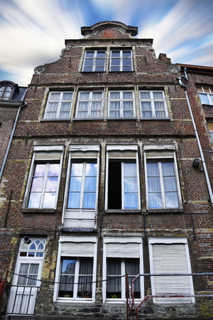 Old house in Belgium from the outside, Ghent, Brussel, Antwerp city buildings blue sky with white clouds on summer day Stockfoto