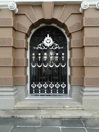 puertas de hierro: Puertas de hierro forjado