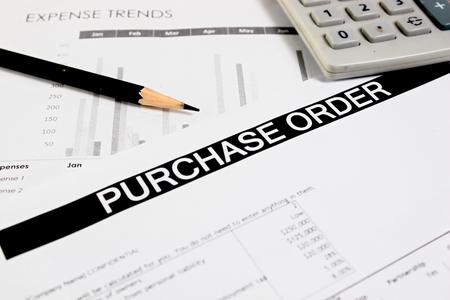 orden de compra: Compra formulario de pedido con el l�piz y calculadora enfoque selectivo