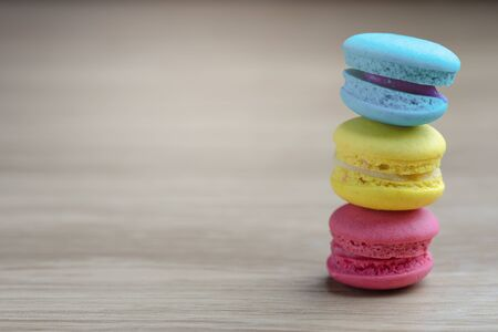 colorful macarons on a woody floor Imagens