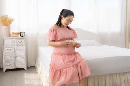 Beautiful Asian pregnant are happy 免版税图像