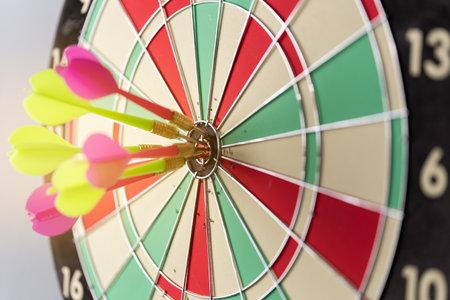 Three arrows hitting on center og dartboard.business goal success concept 免版税图像