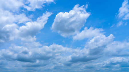 Beautiful blue sky and clouds background 免版税图像
