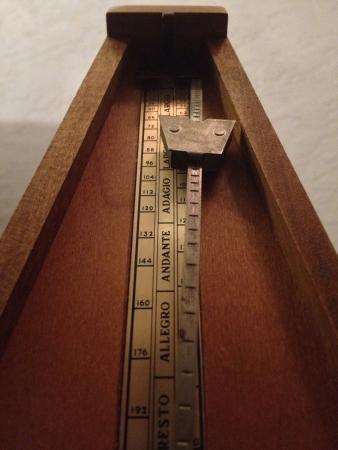 metronome: Un vecchio metronomo