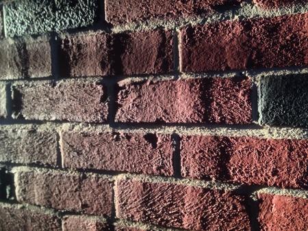 夕暮れの赤 & 黒レンガの壁
