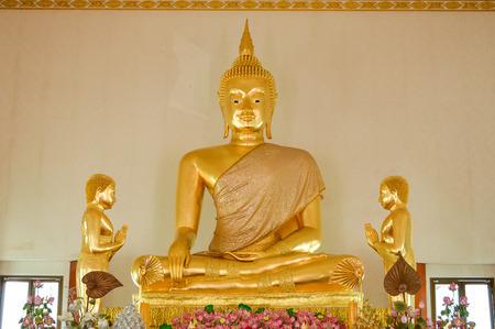 praye: Luang phor tho  8206; statue