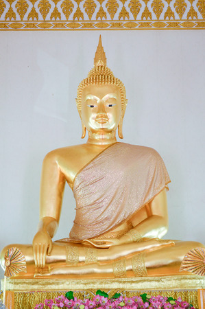 statue de Bouddha dans le temple de Saman photo