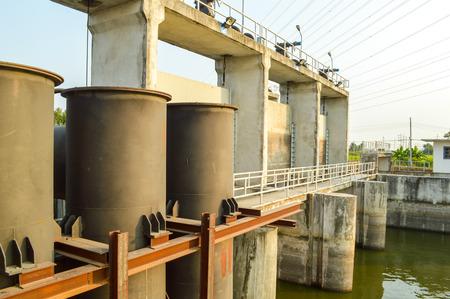 sluice: Small sluice on irrigation canal