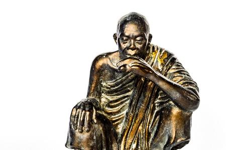 monnik standbeeld op een witte achtergrond