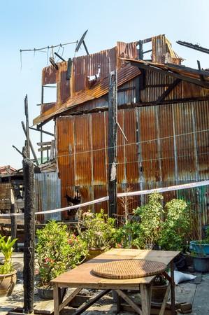 タイ国の火の後で家