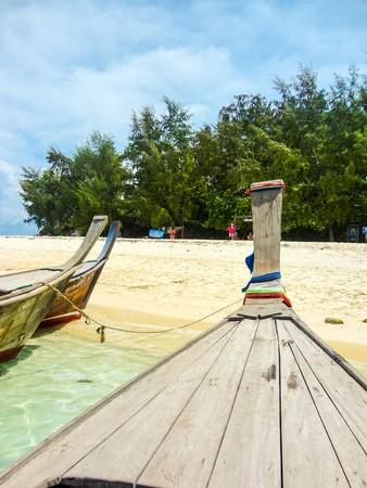 wood boat on the beach 版權商用圖片