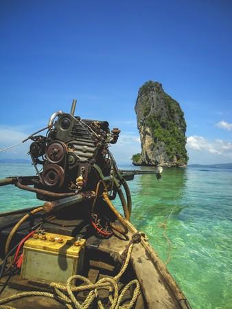 wooden boat on the ocean in Thailand 版權商用圖片