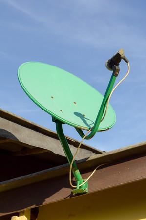 antena parabolica: antena parab�lica verde