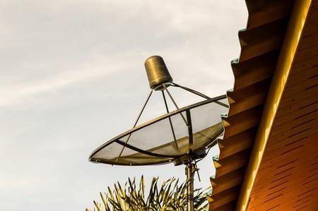 antena parabolica: antena parab�lica Foto de archivo