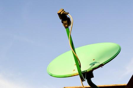 antena parabolica: antena parabólica verde