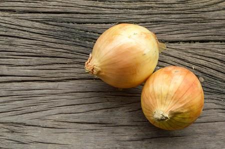 allium cepa: Onion on wooden floor (Allium cepa Linn.) Stock Photo