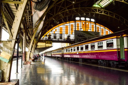 estacion de tren: Estación de tren Hualumpong Editorial