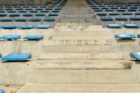 grandstand: silla de pl�stico azul en Tribuna