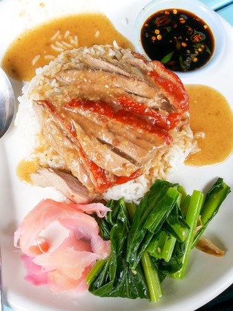 red roasted duck on steamed rice - Chinese food at restaurant in Thailand Imagens