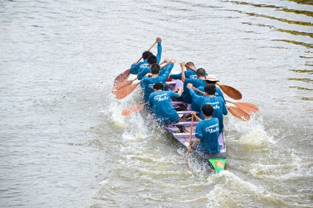 chachoengsao: CHACHOENGSAO,THAILAND - November 8 : Unidentified crew in traditional Thai long boats compete during Country cup. Traditional Long Boat Race Championship on November 8, 2015 in Chachoengsao, Thailand.