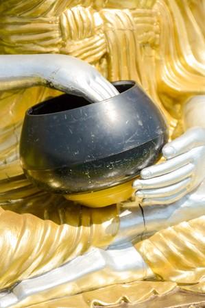 limosna: close up cuenco de las limosnas Foto de archivo