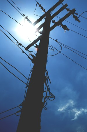 torres de alta tension: pilones de la silueta de la electricidad Foto de archivo