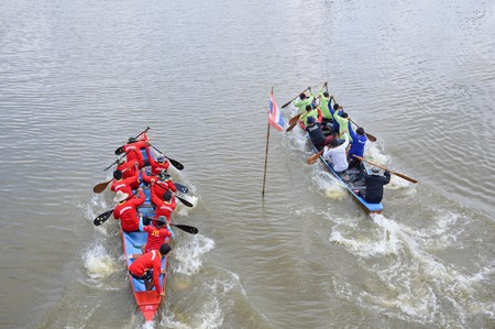 dragonboat: CHACHOENGSAO,THAILAND - November 8 : Unidentified crew in traditional Thai long boats compete during Country cup. Traditional Long Boat Race Championship on November 8, 2015 in Chachoengsao, Thailand.