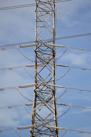 torres el�ctricas: close up of an electricity pylons Foto de archivo