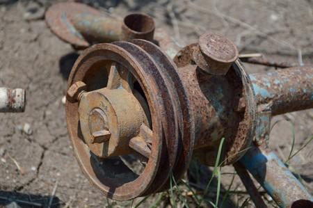 poleas: vieja polea de metal oxidado Foto de archivo