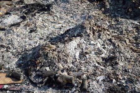 quemado: ceniza quemada por el fuego Foto de archivo