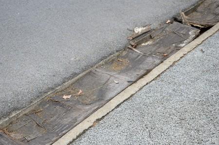 desague: wood plank on drain in garden