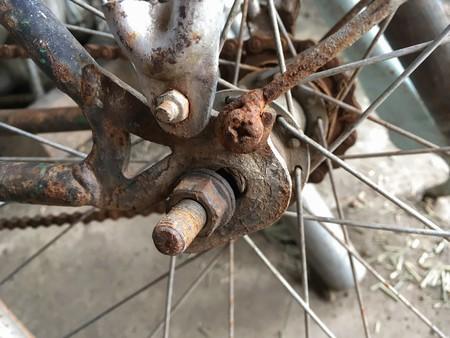 rusty chain: rusty chain of bike