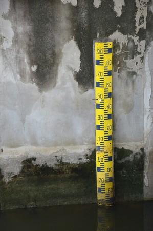 depth gauge: water level staff gauge
