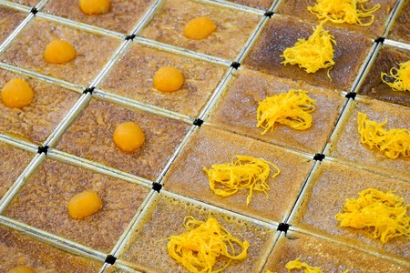 Closeup of Khanom Mor Kaeng with sweet frizzy egg topping Imagens