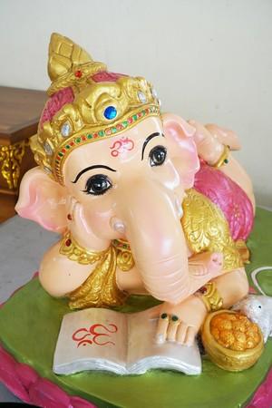 ganesh statue at Chachoengsao Thailand Imagens