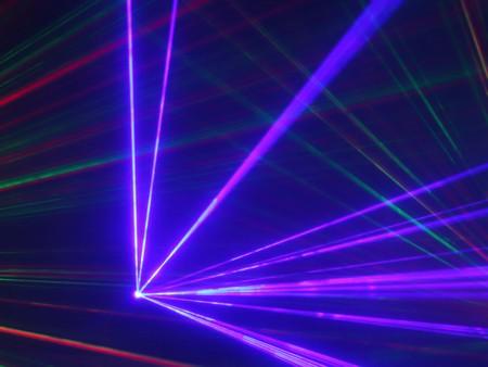 buntes Laserlicht im Nachtclub Standard-Bild