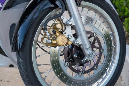 Motorcycle front wheel, tire, disc brake