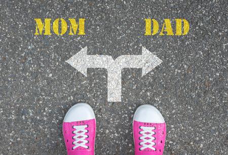 divorce: zapatos rosados ??que se colocan en el cruce - mamá o papá