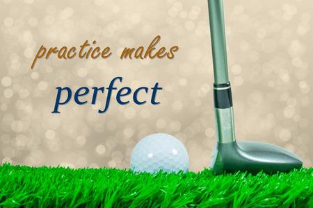"""pelota de golf: Pelota de golf blanca y madera de calle en la hierba verde artificial y fuera de foco de fondo y cita """"pr�ctica hace al maestro"""""""