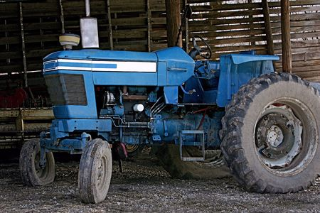 old blue farm tractor 스톡 콘텐츠